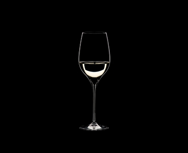 RIEDEL Grape@RIEDEL Riesling/Sauvignon Blanc filled with a drink on a black background