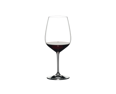 RIEDEL Extreme Restaurant Cabernet + 0,1 l Star + 0,2 l Line Measure filled with a drink on a white background