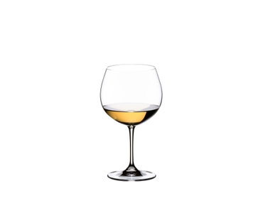 RIEDEL Vinum Oaked Chardonnay/Montrachet filled with a drink on a white background