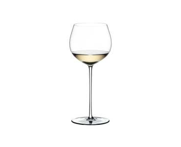 RIEDEL Fatto A Mano Oaked Chardonnay White filled with a drink on a white background