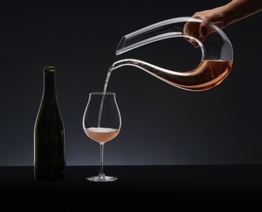 RIEDEL Decanter Amadeo R. Q. in use