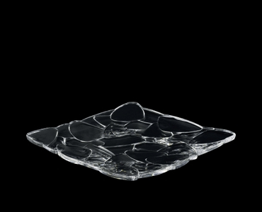 NACHTMANN Petals Plate square (28 cm / 11 in) on a black background