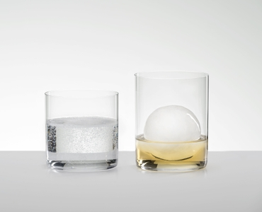 RIEDEL O Wine Tumbler Whisky in use
