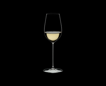 RIEDEL Superleggero Riesling/Zinfandel filled with a drink on a black background