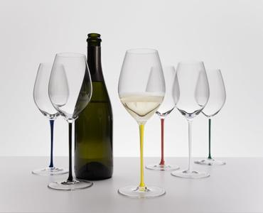 RIEDEL Fatto A Mano Champagne Wine Glass Yellow R.Q. in use