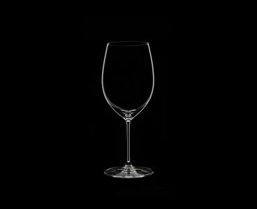 RIEDEL Veritas Cabernet Set with Decanter auf schwarzem Hintergrund