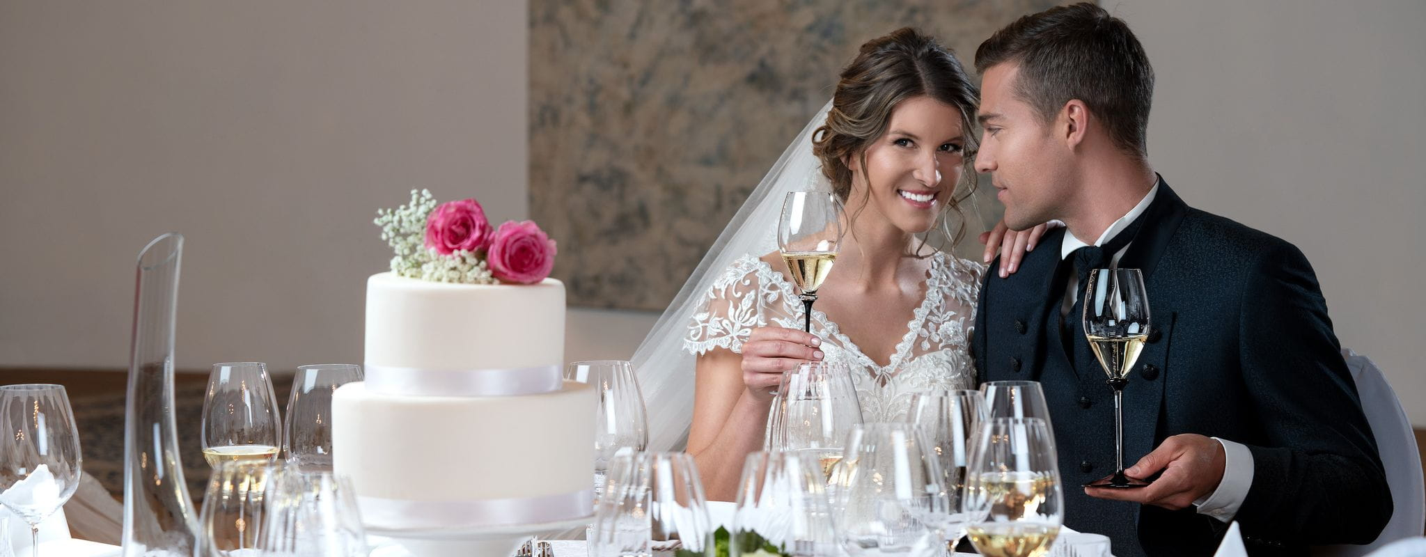 Elegant wedding table with RIEDEL Performance glasses and RIEDEL Fatto A Mano Performance glasses