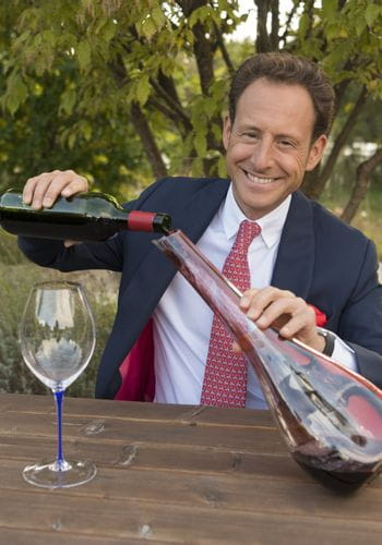 Maximilian Riedel pours wine into a RIEDEL Decanter Dog