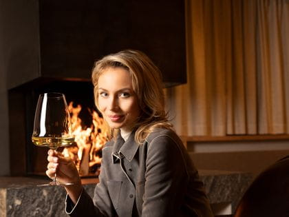 Relaxing in front of a fire with RIEDEL Winewings Riesling