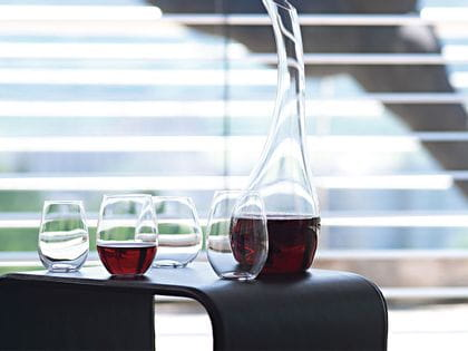 O Wine Tumbler glasses on a coffee table with the Cornetto Magnum decanter