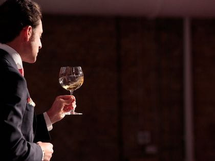 Maximilian Riedel during a wine glass tasting with a RIEDEL Veritas Oaked Chardonnay glass